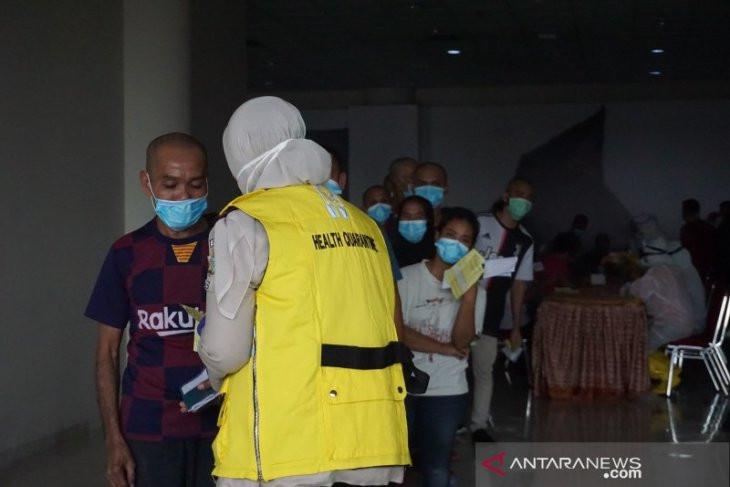 Begini Penampakan 500 TKI dari Malaysia yang Pulang ke Sumut Saat Tiba di Kualanamu - JPNN.com