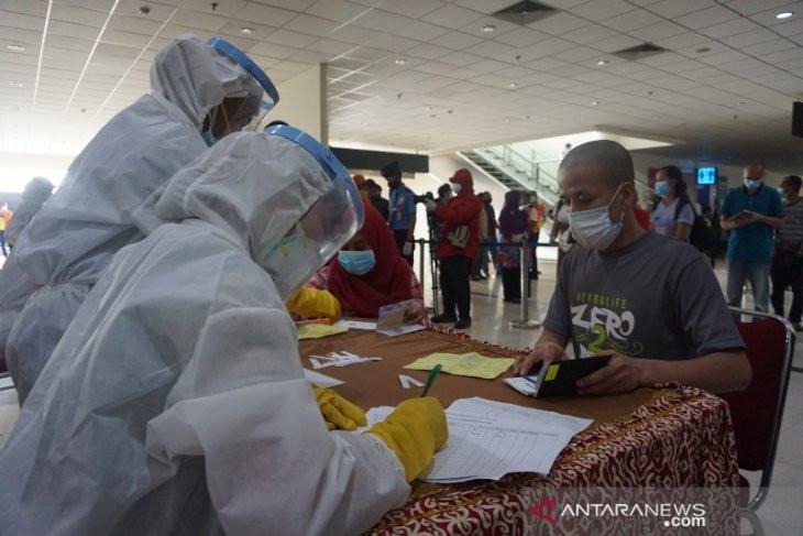 Ratusan TKI dari Malaysia yang Pulang ke Sumut Jalani Rapid Test, nih Hasilnya - JPNN.com