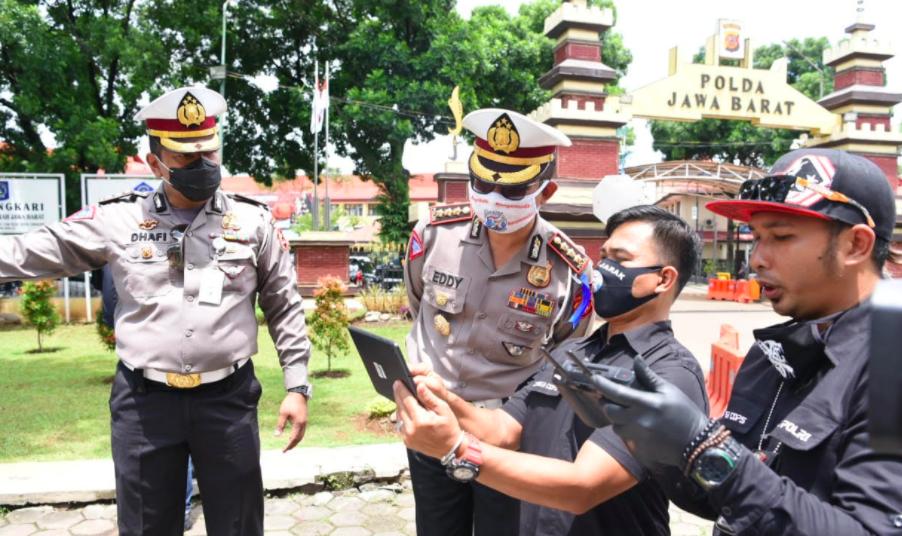 Gelar Operasi Lodaya, Polda Jabar Cek Suhu Pengendara Pakai Drone - JPNN.com
