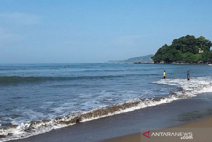Innalillahi, Ini Detik-detik 3 ASN Digulung Ombak Laut Palabuhanratu - JPNN.com