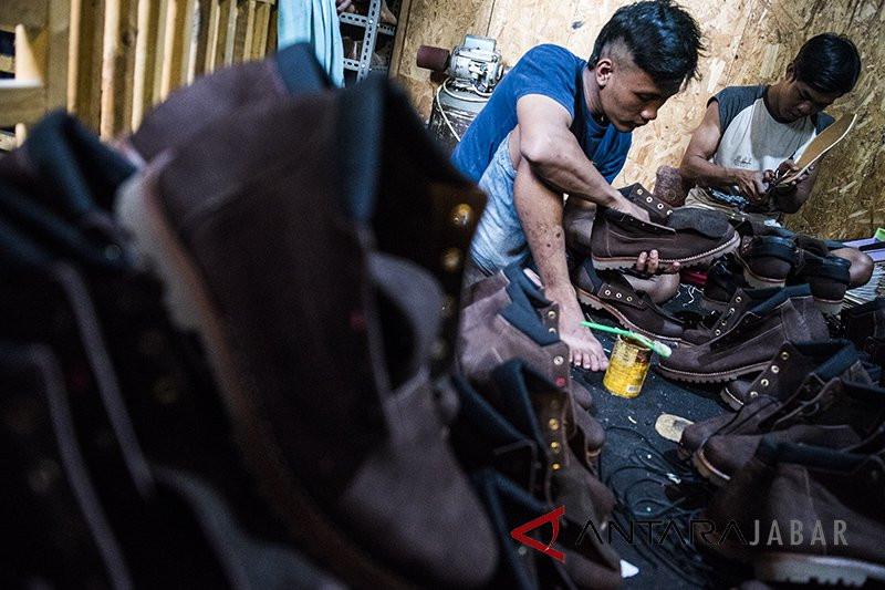 Duh, Ribuan Pekerja Industri Kulit di Garut Dirumahkan - JPNN.com