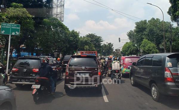 Aneh, PSBB tetapi Jalanan dan Restoran Malah Ramai - JPNN.com