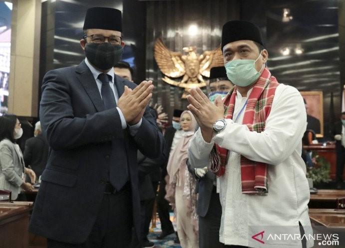 Dihadiri Anies dan Prabowo, Jokowi Lantik Riza Patria Sebagai Wagub DKI - JPNN.com