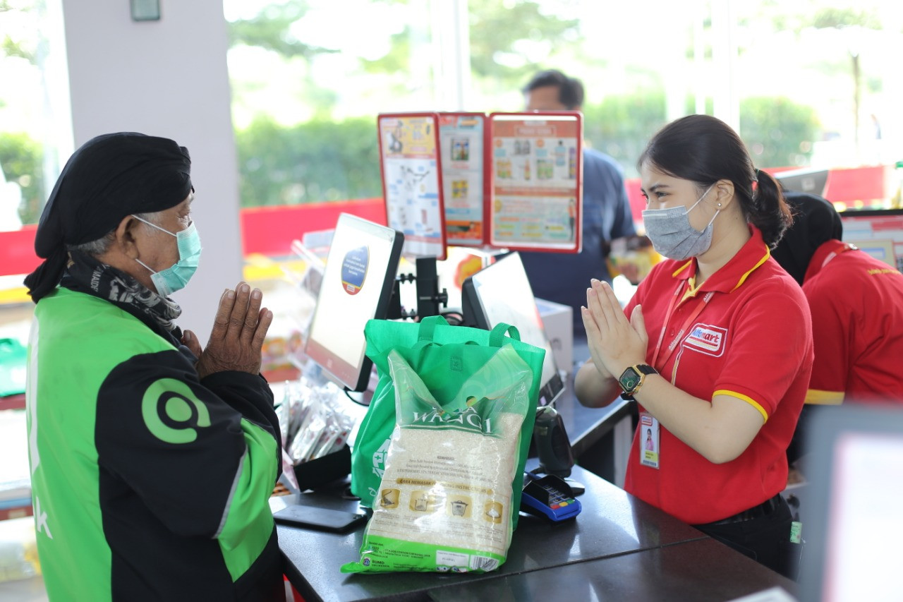 Mitra Ojol Bersyukur Dapat Bantuan Sembako dari Gojek di Saat Sepi Orderan - JPNN.com