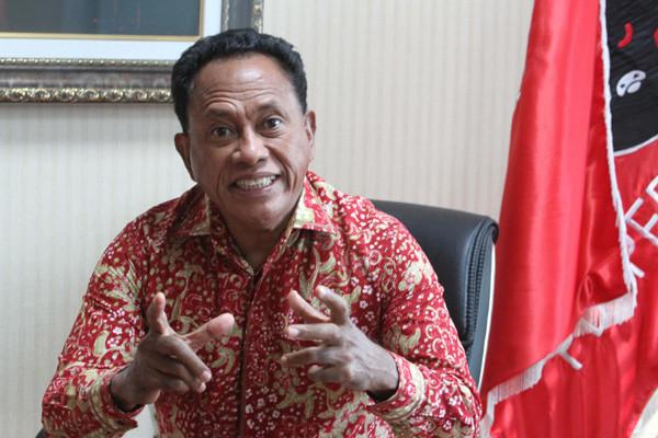 Bung Komar Desak Pimpinan TNI dan Polri Segera Tertibkan Pasukan di Papua - JPNN.com