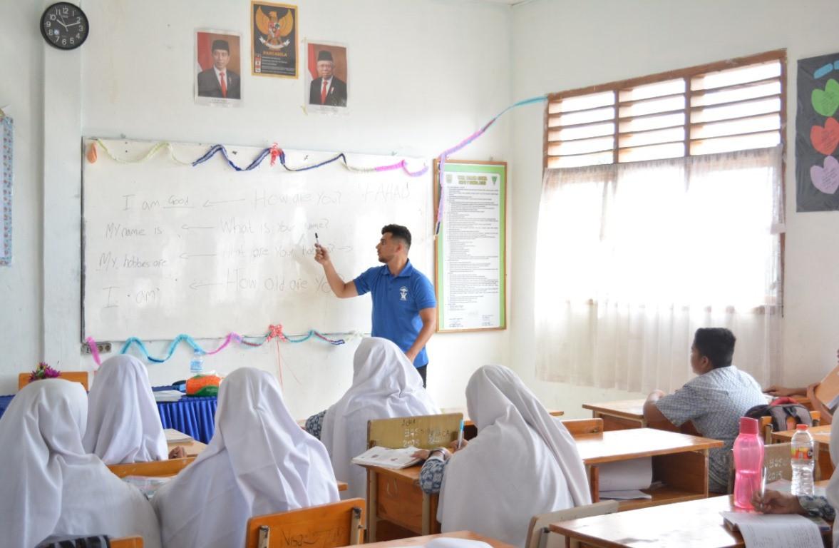 Sekolah Bisa Kelola Penggunaan Dana BOS Tanpa Harus Mengurangi Hak Gaji Guru Honorer - JPNN.com