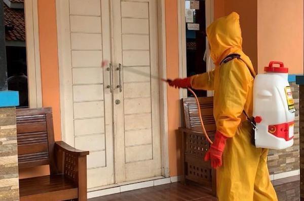 Pak OSO Keluarkan Instruksi, Satgas COVID-19 Hanura Blusukan Semprotkan Disinfektan - JPNN.com