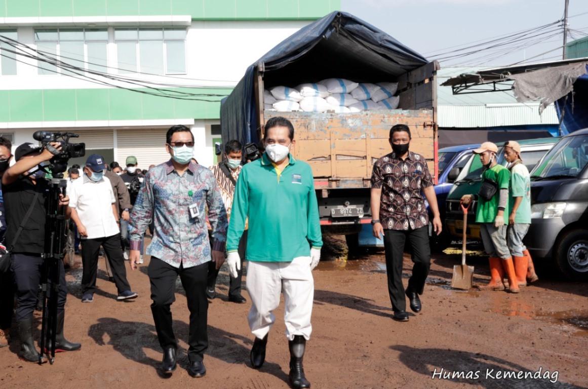 Kemendag Menyalurkan Bantuan Fasilitas Kesehatan di 157 Pasar - JPNN.com