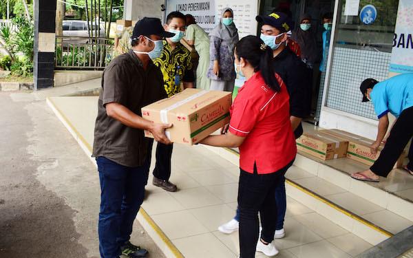 Priskila Donasikan 7.200 Hand Spray untuk Tenaga Medis Lawan Corona - JPNN.com