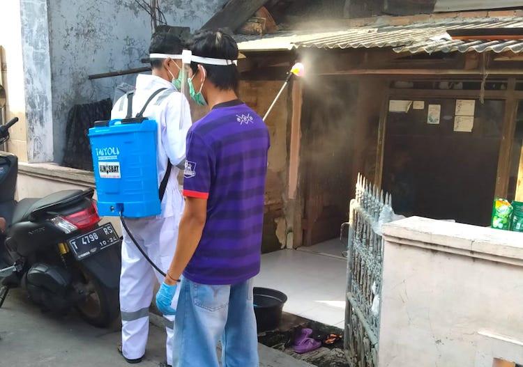 Perangi Pandemi Corona, Pendukung Jokowi Blusukan di Zona ...