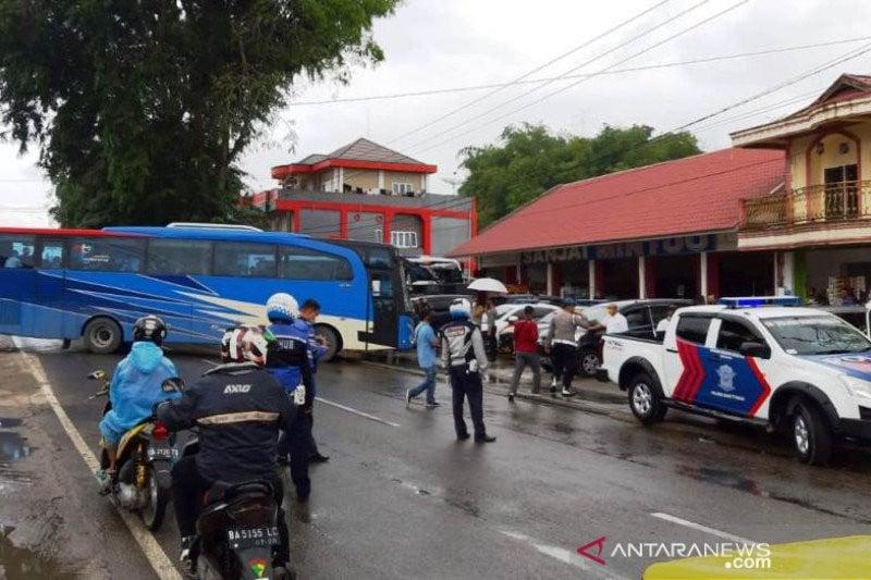 2 Bus yang Mengangkut 101 TKI Kena Cegat di Bukittinggi, Tegang, Belum Ada Solusi - JPNN.com