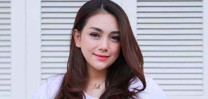 Sambil Menangis, Celine Evangelista Minta Maaf Kepada Kalina Ocktaranny - JPNN.com