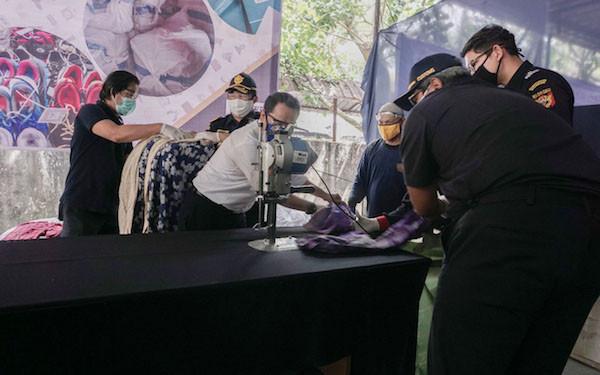 Bea Cukai Kalbagbar Musnahkan Puluhan Ribu Batang Rokok dan Pakaian Bekas Ilegal - JPNN.com