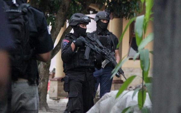 Densus 88 Polri Bekuk 15 Teroris JAD dalam Waktu Satu Hari - JPNN.com