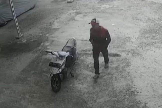Perbuatan Terlarang Pemuda Ini Terekam CCTV, Videonya Viral di Media Sosial - JPNN.com
