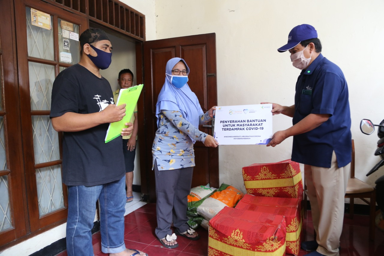 Pupuk Indonesia Bagikan Ratusan Paket Sembako Kepada Masyarakat Jakarta Barat - JPNN.com