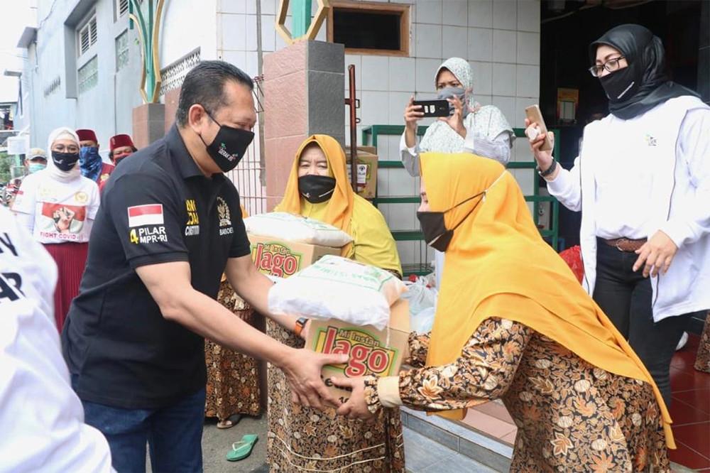 Ketua MPR RI Berikan Bantuan Buat Ustazah dan Anak Yatim - JPNN.com