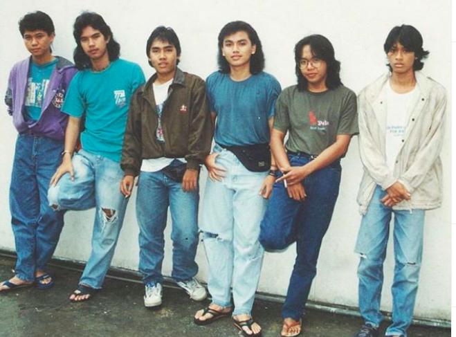 Jenazah Erwin Prasetya Eks Dewa 19 Dimakamkan di Tanah Kelahirannya - JPNN.com