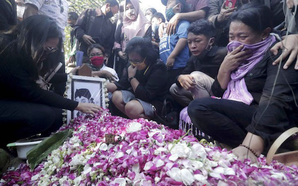 Isak Tangis Iringi Pemakaman Didi Kempot - JPNN.com