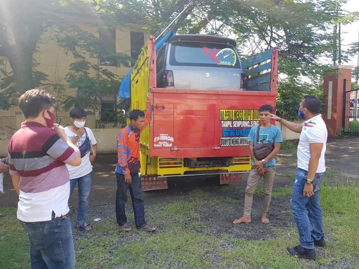 Petugas Curigai Muatan Truk jelang Penyeberangan ke Lampung, Terpal Dibongkar, Ya Ampun - JPNN.com