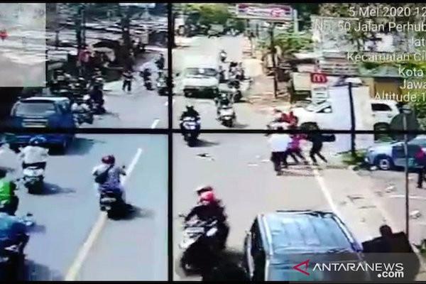 Ternyata Pelaku Perampokan Pecah Kaca Mobil di Sawangan Depok Sempat Tepergok Warga, tetapi... - JPNN.com