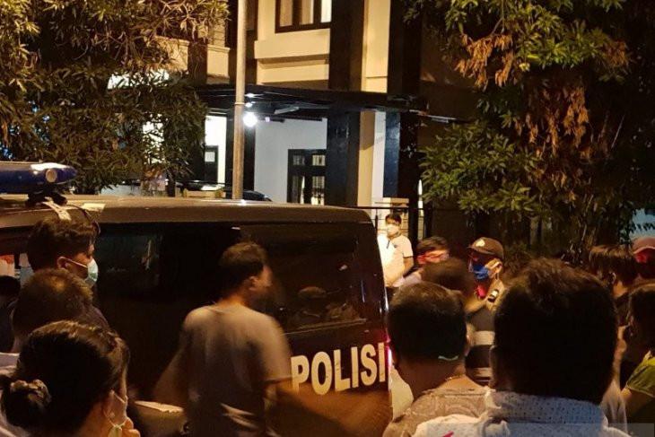 Sesosok Mayat Wanita Ditemukan dalam Kardus, Kondisinya Mengenaskan - JPNN.com