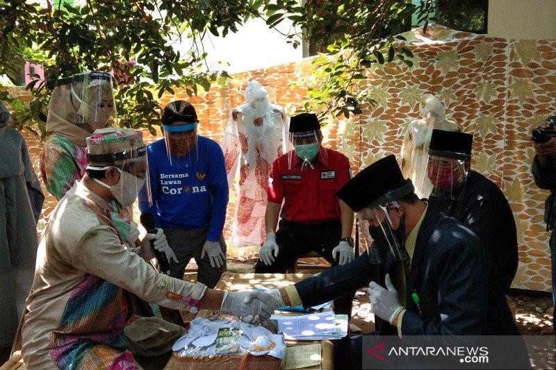 Di Bantul, Ada Pernikahan dengan Maskawin APD COVID-19 - JPNN.com