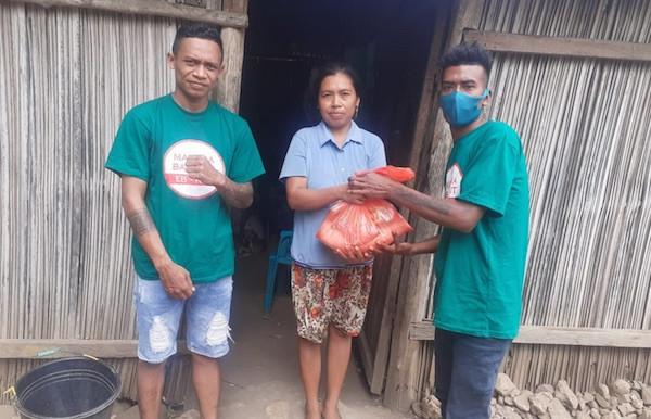 Guru Honorer di Perbatasan Timor Leste Dapat Kado Hardiknas - JPNN.com