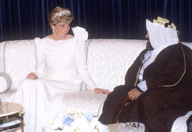 Konon Ada Pesan dari Putri Diana di Alam Kubur soal Bahaya Ancam Pangeran Harry - JPNN.com