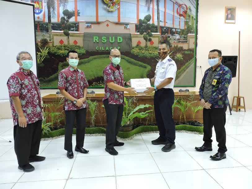 Bandara Tunggul Wulung Salurkan Bantuan kepada Tenaga Medis - JPNN.com