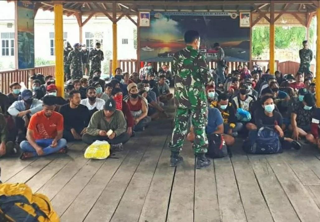 Terjang Ombak 3 Meter, 124 TKI Ilegal Akhirnya Diamankan - JPNN.com