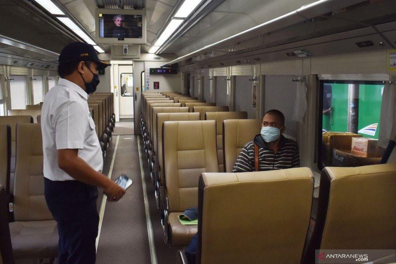 Naik Kereta Api Jarak Jauh Kini tak Perlu SIKM Lagi - JPNN.com