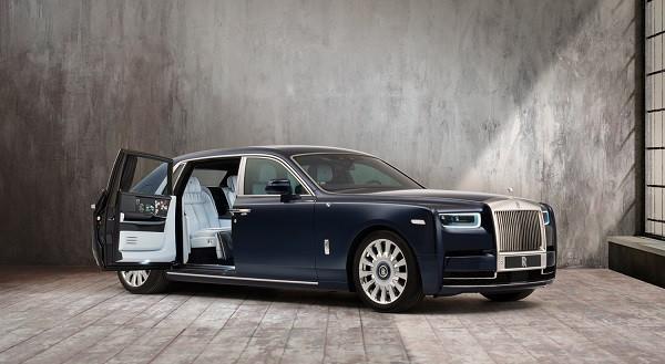 Rolls-Royce Phantom Bertabur Bunga Mawar Langka - JPNN.com
