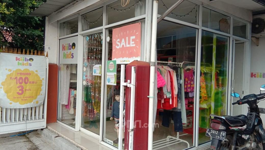 Banyak Mal Tutup, Pembeli Serbu Toko Baju Anak-anak - JPNN.com