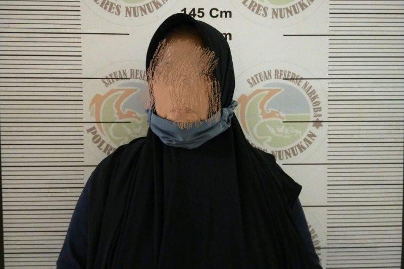 Ketahuan Melakukan Perbuatan Terlarang, Mbak NH Mendadak Dijemput Polisi - JPNN.com