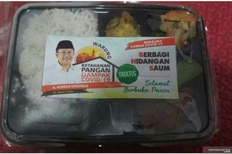 Bagi-bagi Nasi Bungkus, Stiker Bergambar Muka Tetap Menempel - JPNN.com