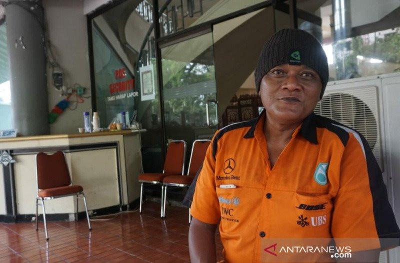 Kena PHK, Tak Punya Uang, Warga Solo Mudik Jalan Kaki dari Jakarta - JPNN.com