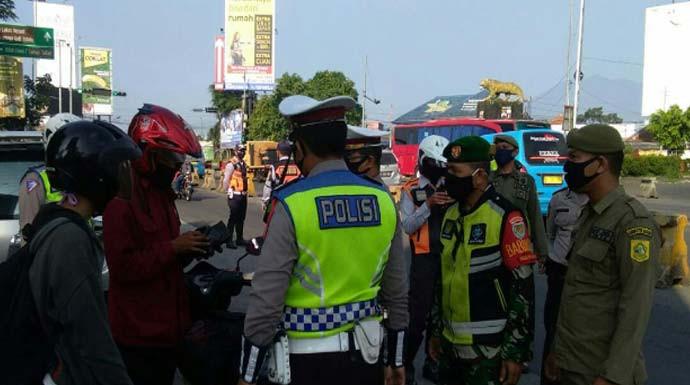 Polisi Putar Balik Kendaraan Sebanyak 68.946 Unit - JPNN.com