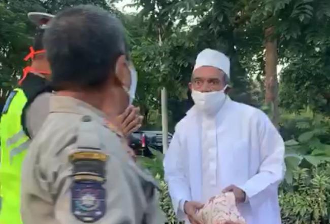 Sepertinya Ada Pihak Ketiga di Balik Viral Video Habib Umar Adu Jotos dengan Satpol PP - JPNN.com