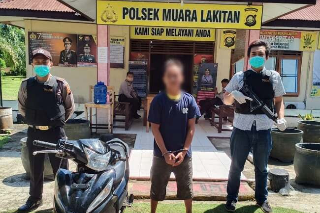 Ketakutan, Begal Sadis Menyerahkan Diri Sambil Bawa Motor Hasil Kejahatan ke Polsek - JPNN.com