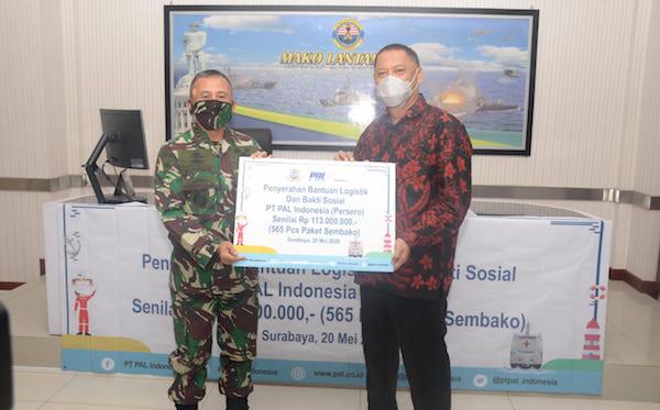 Lantamal V Bersama PT PAL Indonesia Bagikan Sembako Kepada Warga Terdampak Covid-19 - JPNN.com