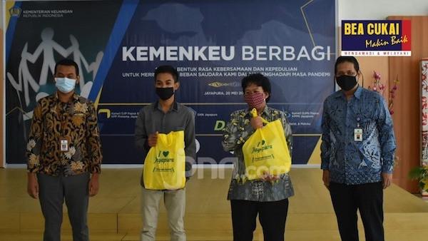 Bea Cukai Salurkan Bantuan Penanggulangan Covid-19 di Kota Banjarmasin dan Jayapura - JPNN.com