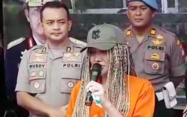 Lucinta Luna Menangis Didakwa Pasal Berlapis - JPNN.com