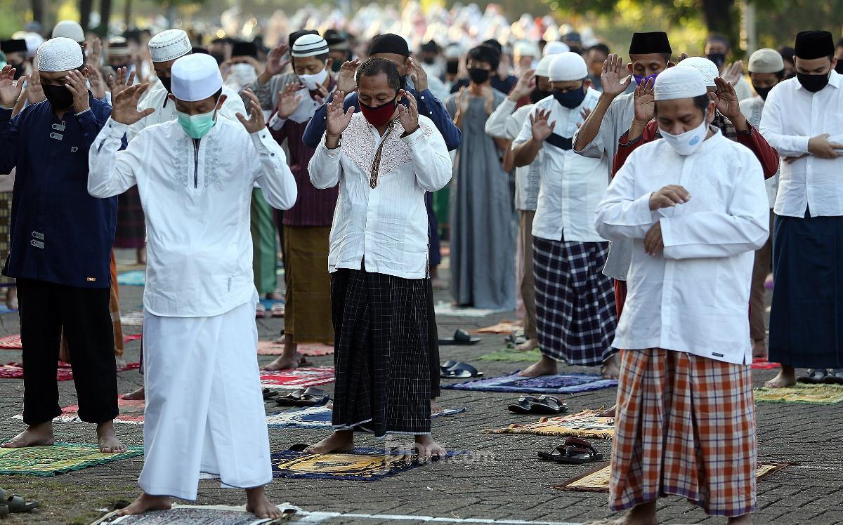 Simak, Pernyataan Bu Khofifah tentang Salat Jumat di Masjid, Ingat 11 Syarat - JPNN.com