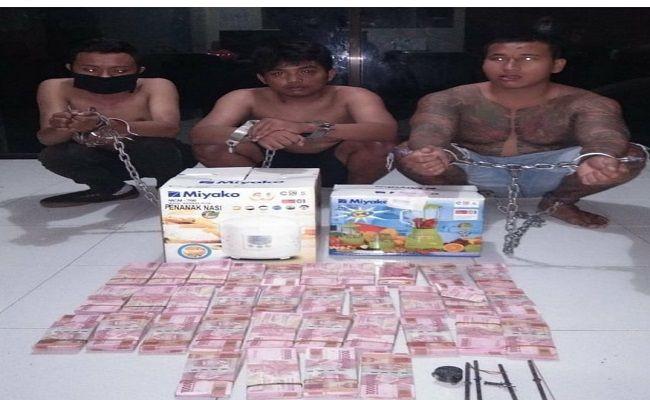 2 Pelajar Bobol ATM Bank Mandiri, Uang Rp 600 Juta Digondol - JPNN.com