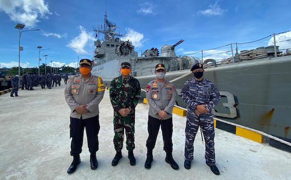 Kolonel Laut Andike Pimpin Penyambutan KRI Sultan Nuku-373 di Kendari - JPNN.com