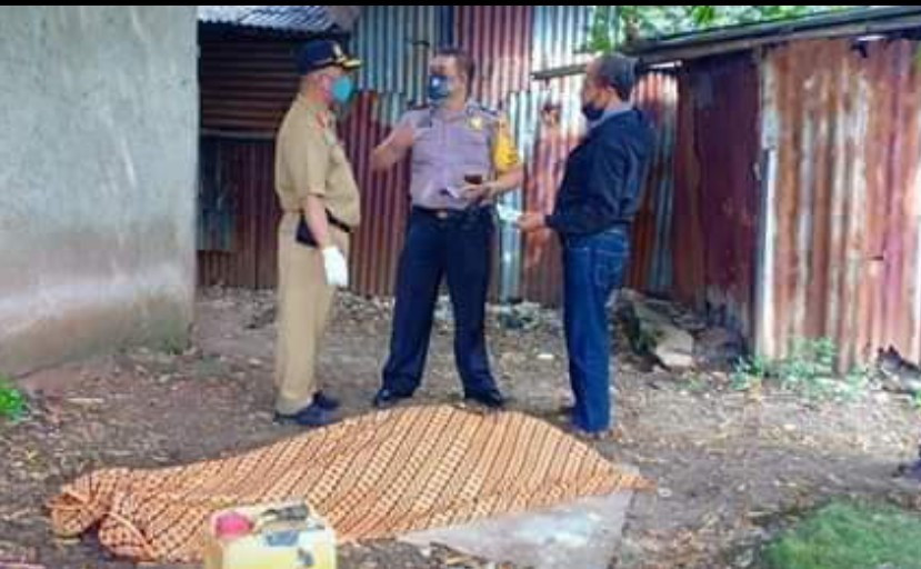 Kakek Gantung Diri di Pohon Ceri, Viral Gegara Kaos Pendukung Jokowi - JPNN.com