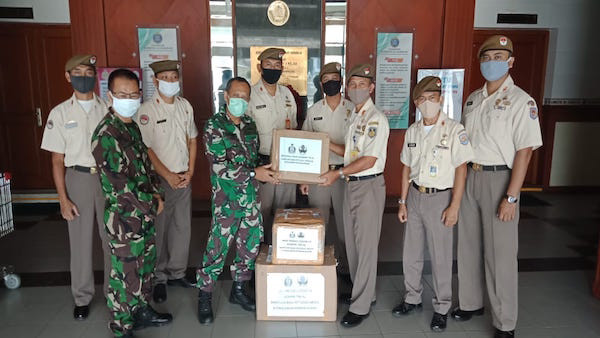 Korpri TNI AL Serahkan Bantuan APD ke RS TNI AL Ramelan Surabaya - JPNN.com