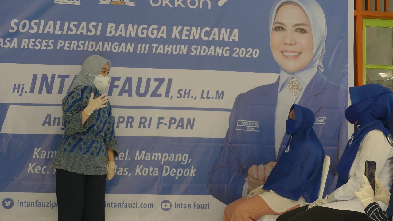 Intan Fauzi Serahkan 1.000 Paket Sembako di Kota Depok - JPNN.com