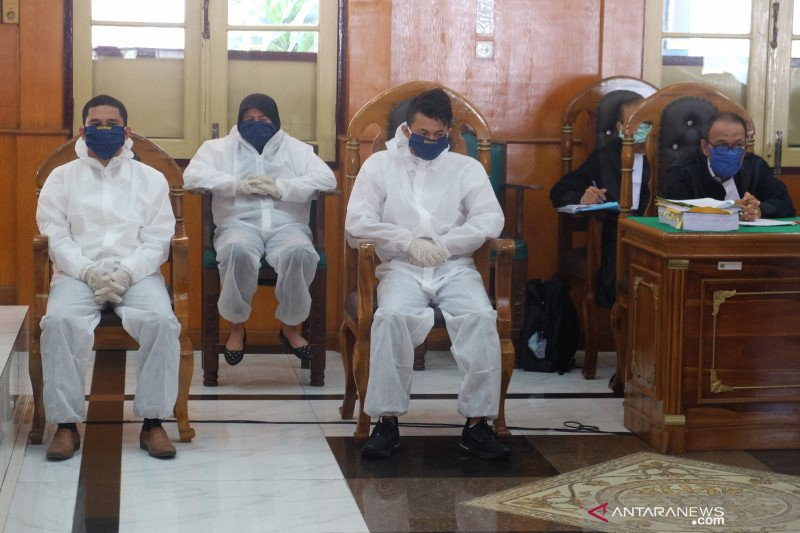 Perbuatan Zuraida Bersama 2 Pria Memang Sangat Keterlaluan, Oh, Dia Menangis - JPNN.com